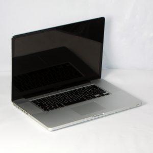 """Apple MacBook Pro 17"""" MC725D/A i7 2,2GHz 256GB SSD 16GB RAM DVD"""