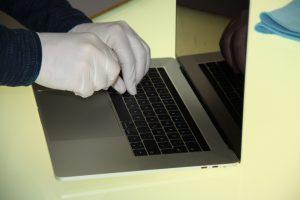 MacBook Pro Touchbar A1989 A1990 mit Wasserschaden. Für Mac und Apple Reparaturen in Hamburg