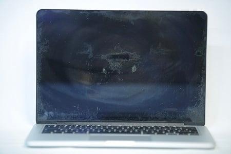 MacBook Staingate Display Damage